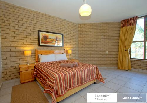 13_boulderbay_3_bedroom_8_sleeper_main_bedroom