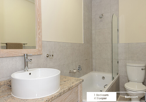19_Margate_Beach_Club_1_bedroom_4_sleeper_unit_r34_bathroom