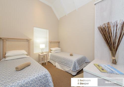 20_royal_wharf_3_bedroom_6_sleeper_unit_17_edroom_2