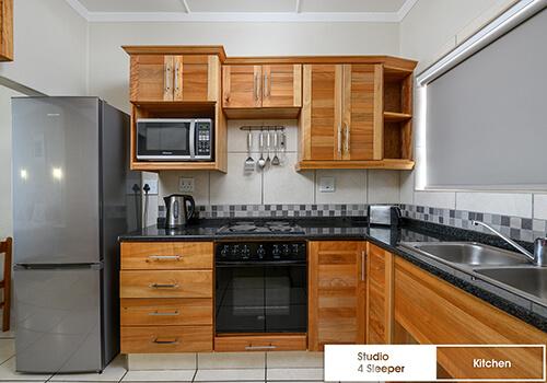 22_IllovoBC_sands_studio10_kitchen