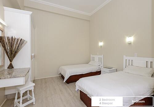 23_Margate_Beach_Club_2_bedroom_4_sleeper_unit03_bedroom