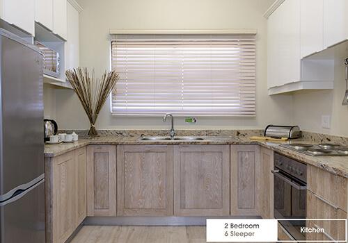 26_Margate_Beach_Club_2_bedroom_6_sleeper_unit_y08_kitchen