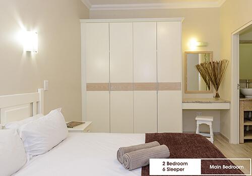 28_Margate_Beach_Club_2_bedroom_6_sleeper_unit_y08_main_bedroom