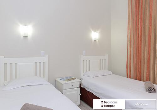 29_Margate_Beach_Club_2_bedroom_6_sleeper_unit_y08_bedroom