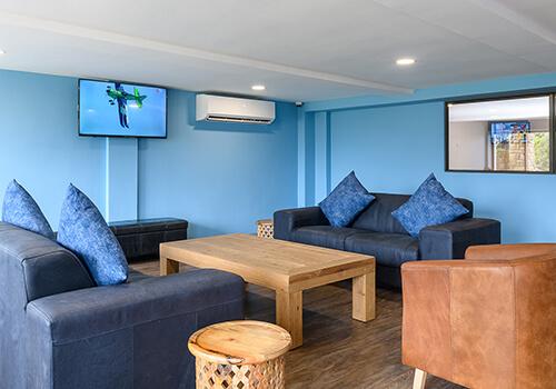 7_Margate_Beach_Club_ease_lounge
